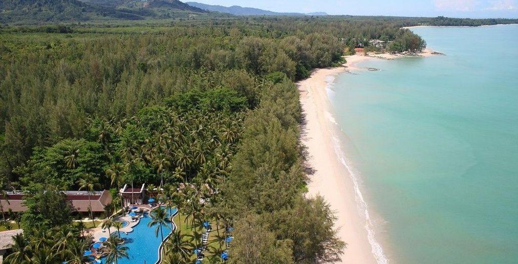 Con una ubicación espectacular para que aproveches la playa al máximo - Manathai Khao Lak 4* Khao Lak