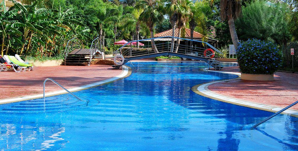 4r gran hotel regina 4 voyage priv jusqu 39 70 for Piscine 75017