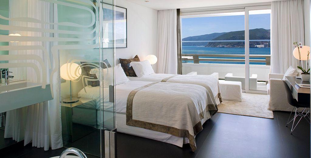 Installez-vous confortablement face à la mer dans une chambre Deluxe...