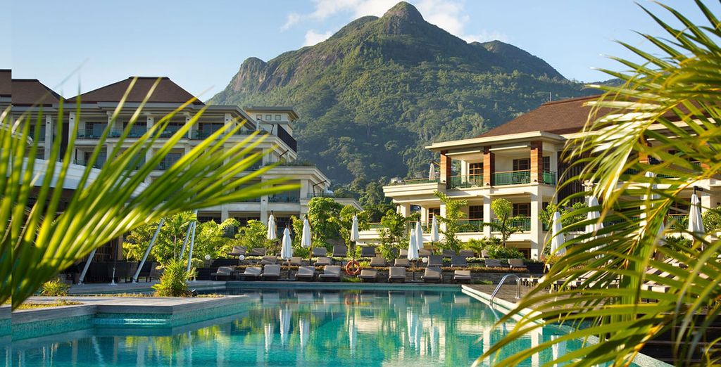Niché dans un cadre magnifique - Hôtel Savoy Resort & Spa 5* avec Air Seychelles & Etihad Airways Mahe Island