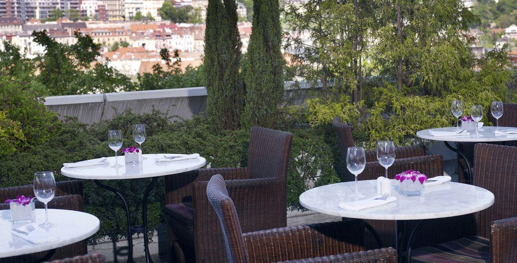 Sur la terrasse du Café Praha...