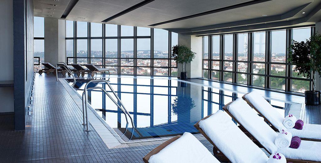 Et quelques brasses dans la piscine face au splendide panorama...