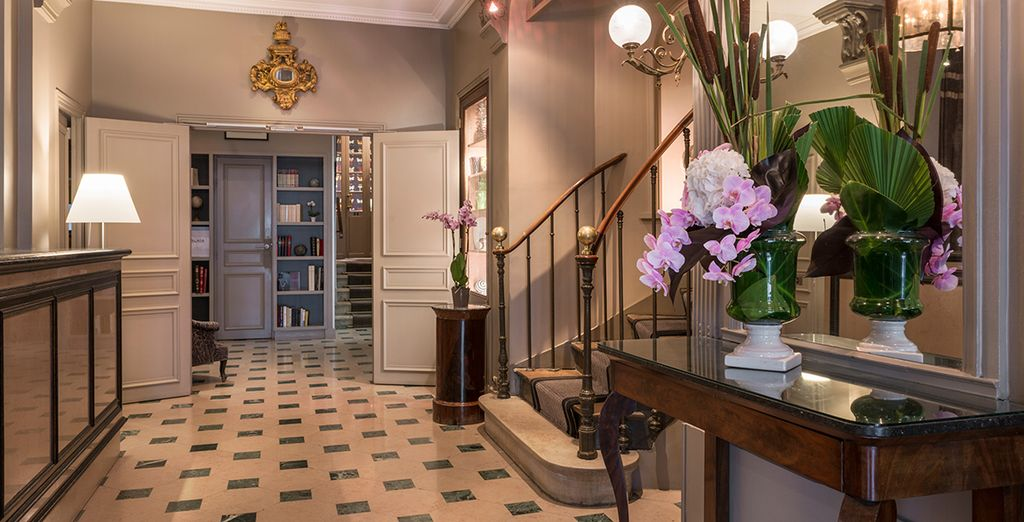 Enter this classic property - Louison Hotel 3* Paris