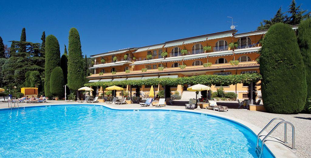 Hotel garden lake garda italy voyage priv up to 70 for Hotels in lake garda with swimming pool