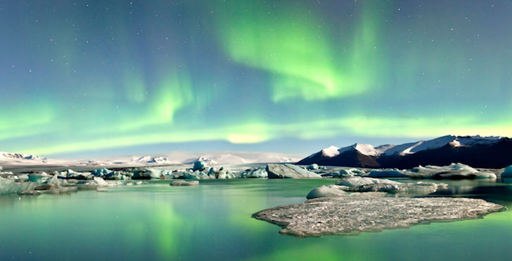 Gaze at nature's amazing lightshow - Icelandic Natural Wonders 4* Reykjavik