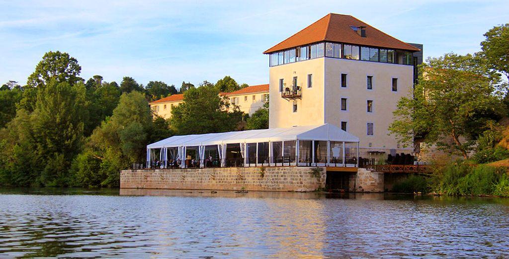 Genießen Sie eine erfrischende Pause am Ufer des Flusses Lot