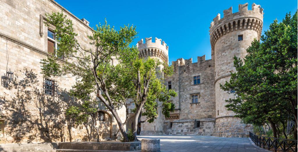 Entdecken Sie den Palast des Großmeisters von Rhodos