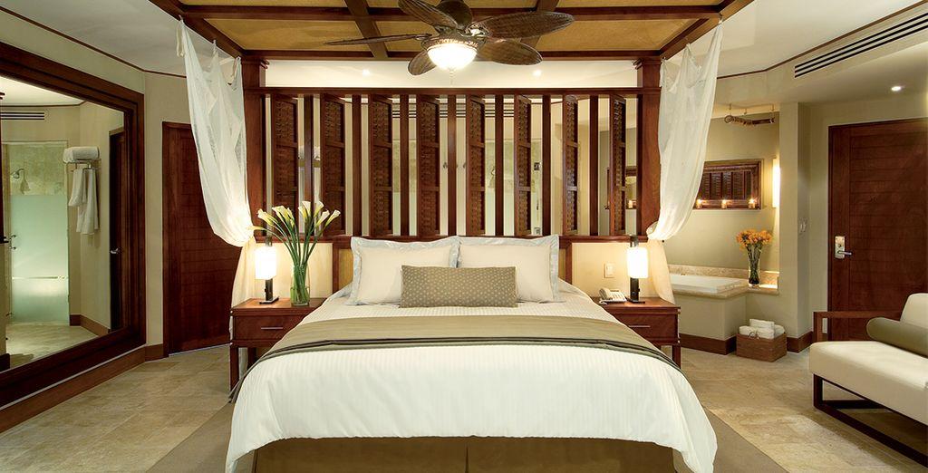Ein Premium Deluxe Zimmer mit Blick auf den tropischen Garten steht für Sie bereit