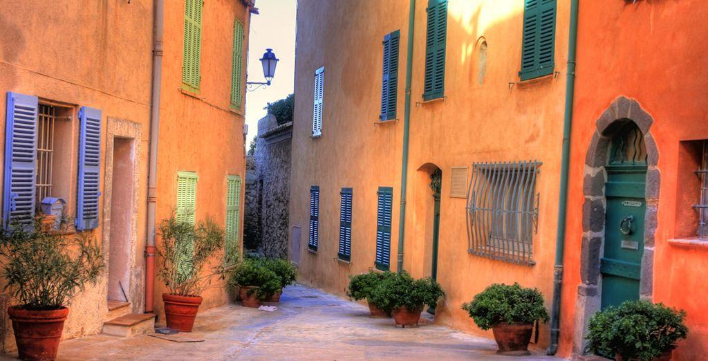 Schlendern Sie durch die pittoresken Gassen von Saint-Tropez