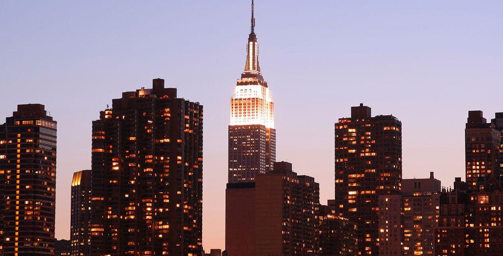 Begeben Sie sich auf das Empire State Building und bewundern Sie die wirklich beeindruckende Aussicht auf New York City