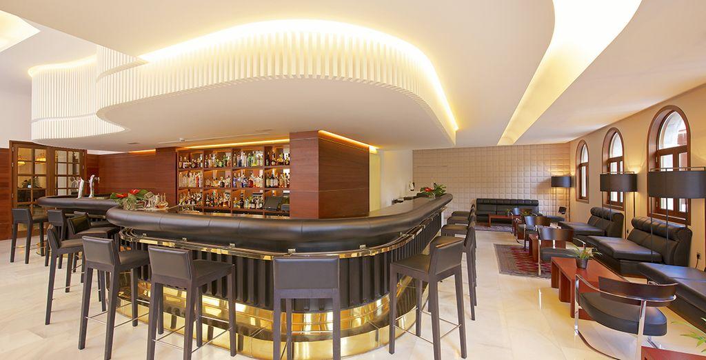 Und es gibt mehrere stilvolle Restaurants und Bars