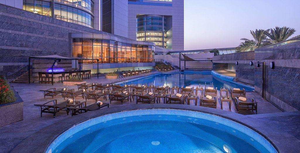 ...im beeindruckenden Jumeirah Emirates Tower 5* Hotel