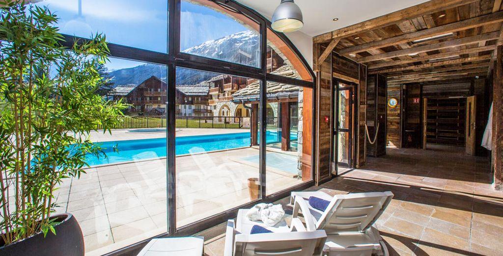 Die Residenz verfügt über einen Pool und einen Spa