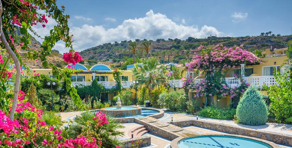 Eingebettet zwischen Strand und Blumengärten