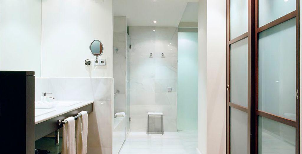 Mit voll ausgestattetem Bad