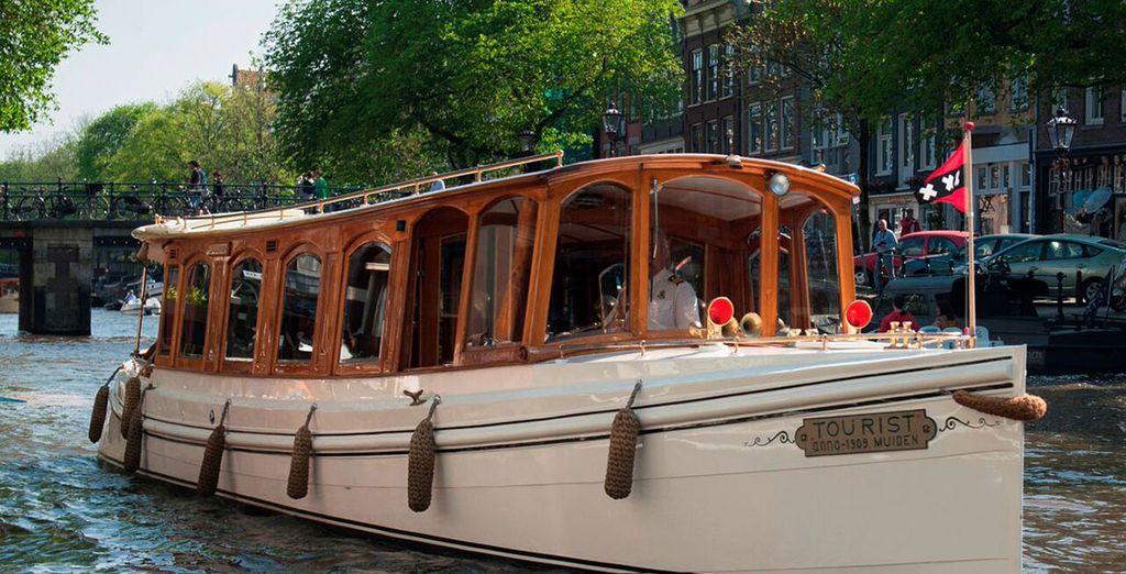 Fahren Sie mit dem Hotelboot über die Kanäle