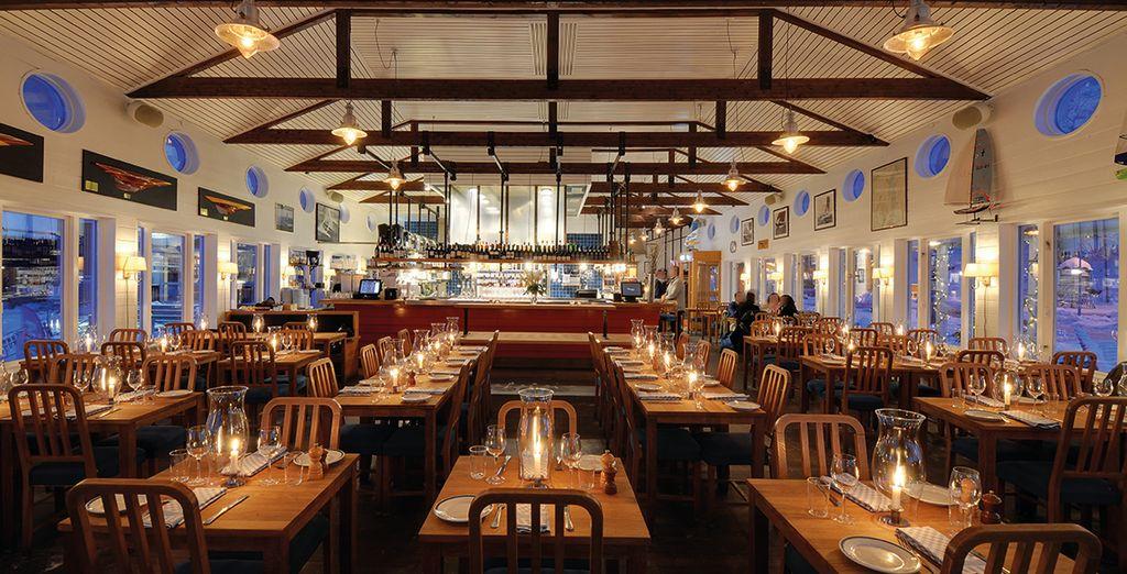 Dann kehren Sie zu Ihrem Hotel für ein ausgezeichnetes Abendessen in eleganter Umgebung zurück