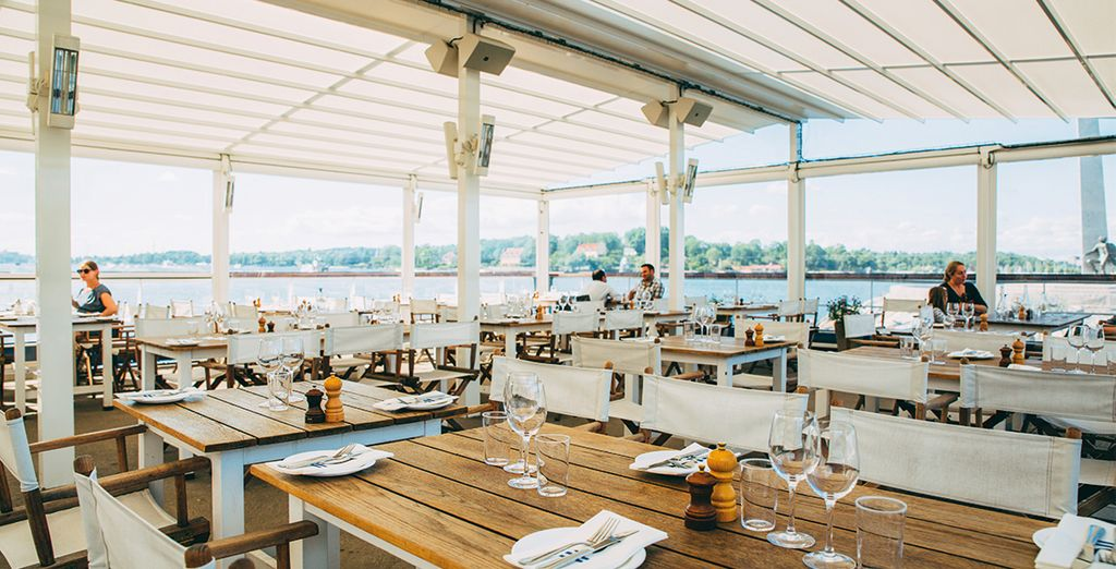 Besuchen Sie ein ausgezeichnetes Restaurant am Wasser