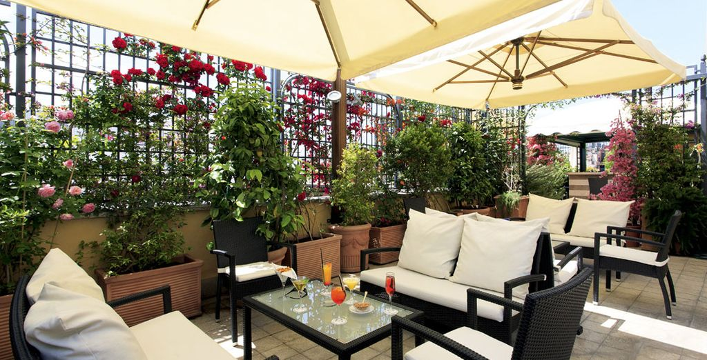 Und erholen Sie sich anschließend auf dem Dachgarten des Hotels