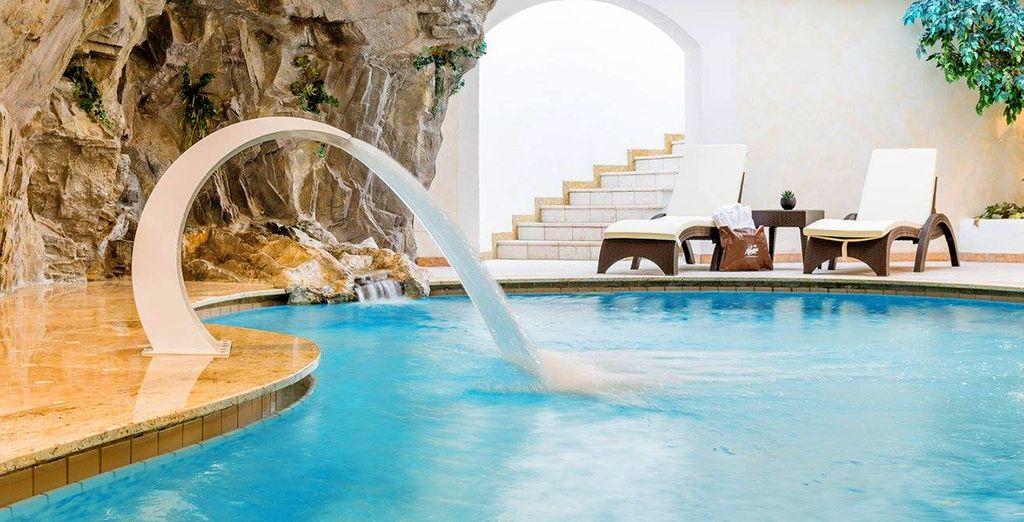 Entspannen im über 2.000 m² großen Wellnessbereich mit Pool