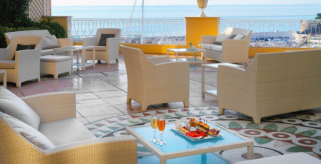 Entspannen Sie sich auf der schönen Terrasse