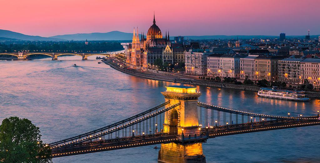 Machen Sie einen Spaziergang entlang der Donau