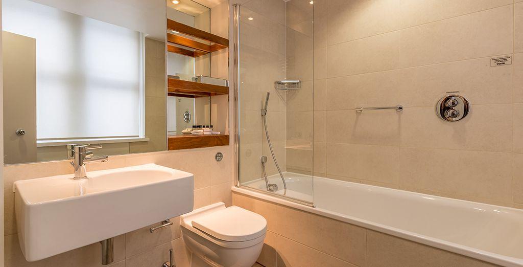 ... und einem komfortablen Badezimmer