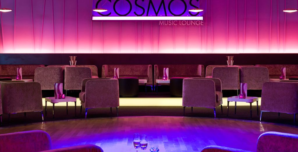 Genießen Sie einen Cocktail in der Lounge
