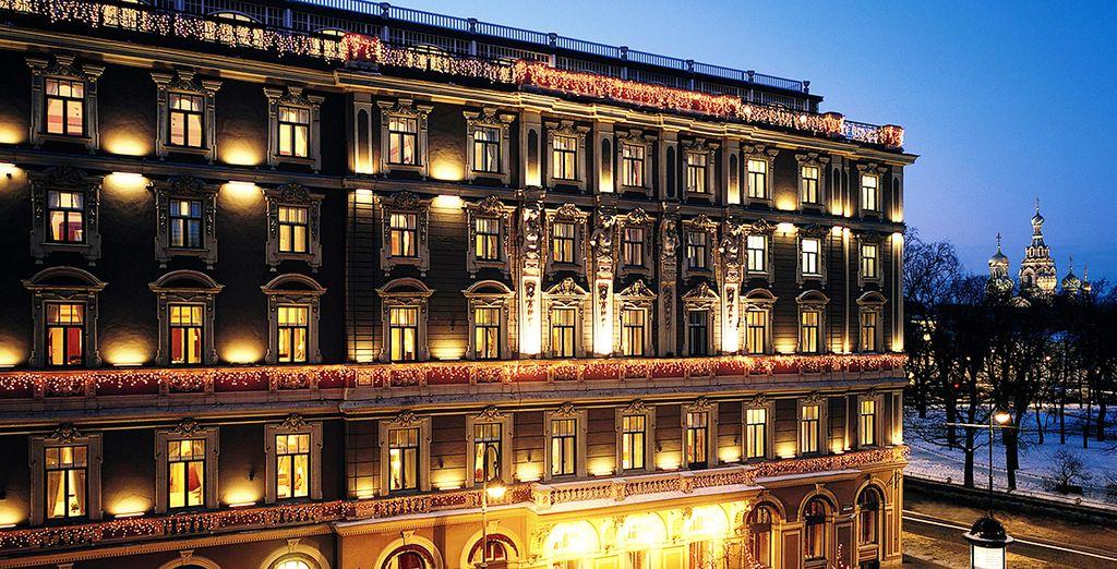 Hier werden Sie in einem beeindruckenden Hotel direkt am Newski-Prospekt übernachten