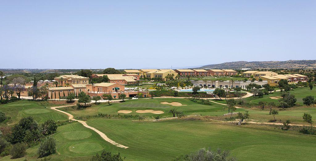 Ein hervorragendes Resort im Herzen eines grünen Golfplatz