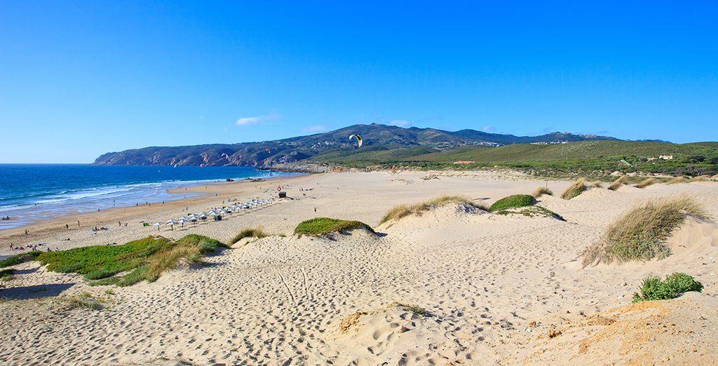 Machen Sie lange Spaziergänge am Strand in Cascais