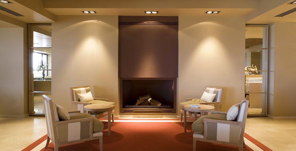 Relaxen Sie in den geräumigen und komfortablen Lounges