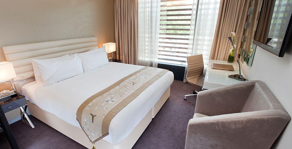 Und Ihre geräumiges Zimmer mit moderner Einrichtung...
