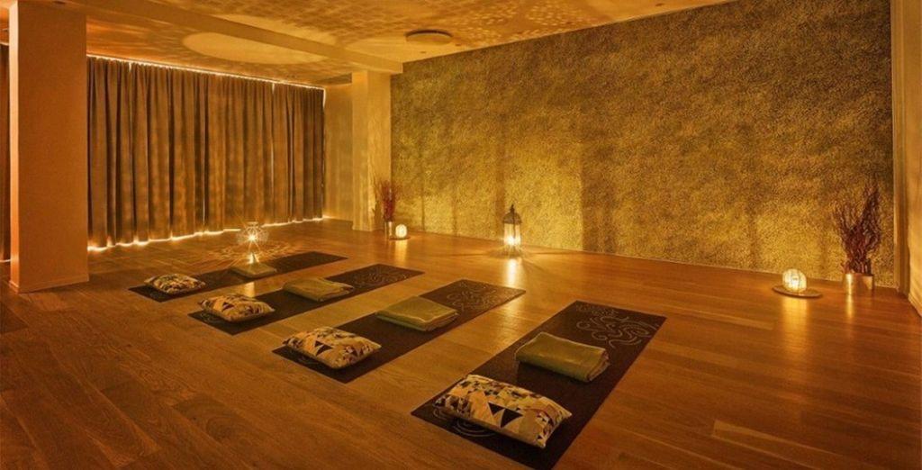 Lassen Sie den Alltagsstress während eines Yoga-Kurses hinter sich