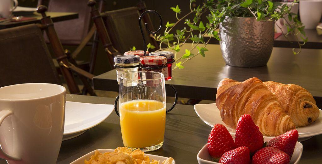 genießen Sie ein leckeres französisches Frühstück