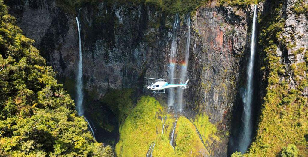 Genießen Sie eine Hubschraubertour, um die Insel Reunion zu bewundern, die als Insel der Schönheit bezeichnet wird