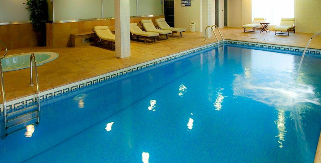 Die Freizeiteinrichtungen wie ein Pool und das Spa helfen Ihnen zu entspannen