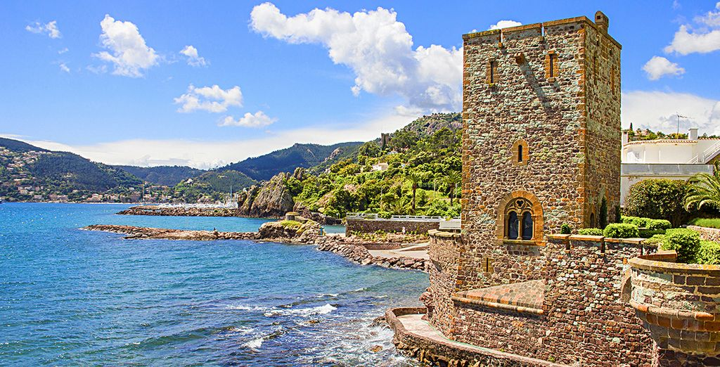 Erkunden Sie das schöne Schloss am Meer