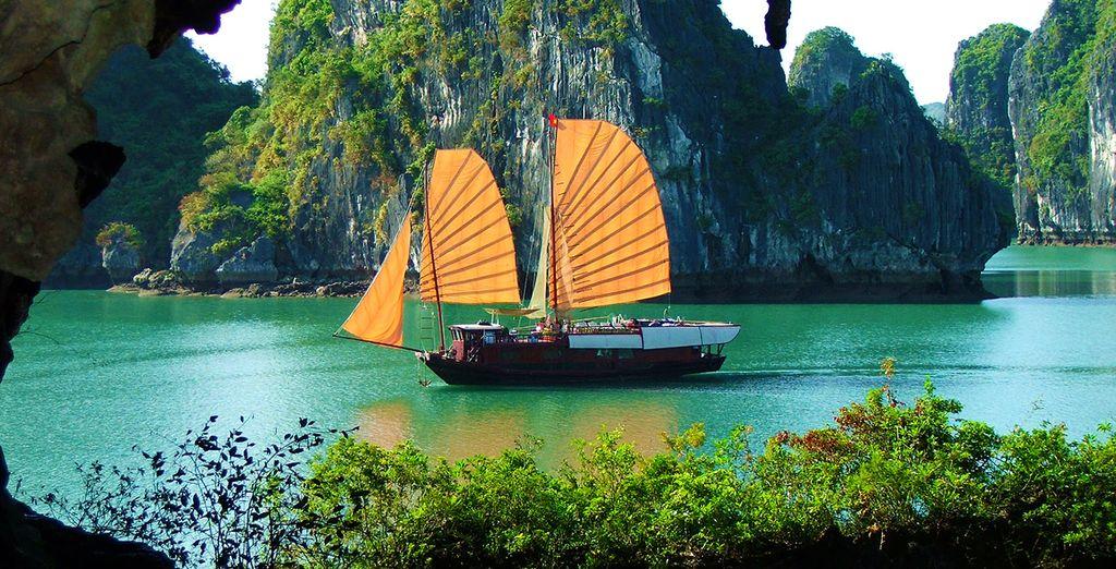 Genießen Sie einen Spaziergang auf dem berühmten Yuan Jiang River, genannt der Red River.