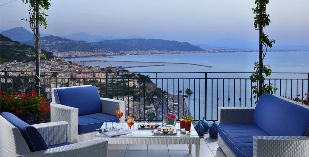 Admira la decoración elegante y de buen gusto del hotel