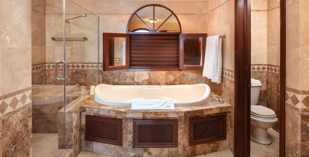 Y su maravilloso baño con bañera de hidromasaje