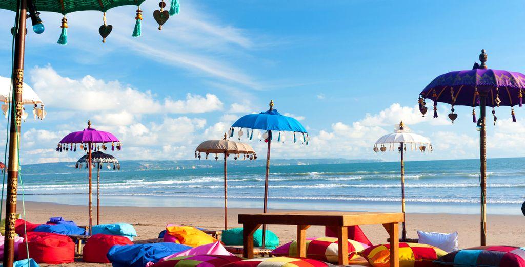 Antes de dirigirte a descubrir los tesoros de la isla, como son sus fantásticas playas de arena blanca...