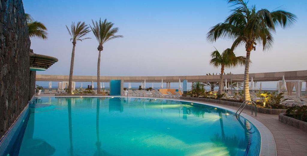 ¡Date un refrescante chapuzón en una de nuestras piscinas!