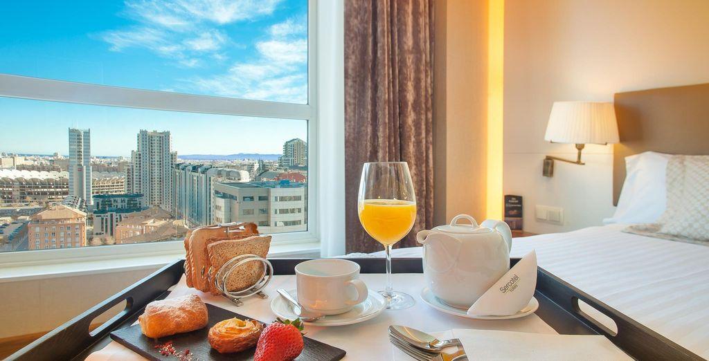 Podrás deleitarte con un buen desayuno en tu habitación
