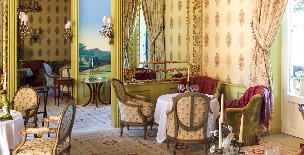 Deguste la famosa cocina francesa en el restaurante del hotel