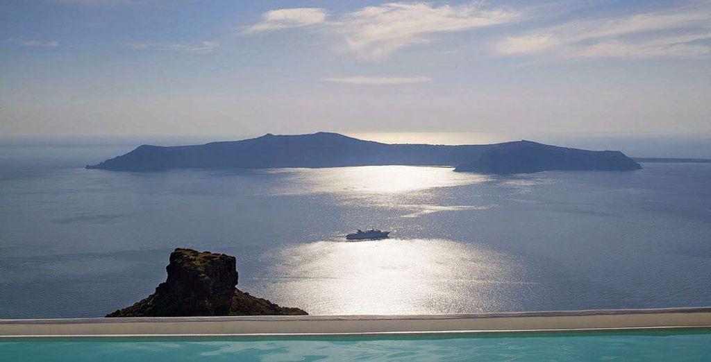 Y contempla las magníficas vistas desde la piscina