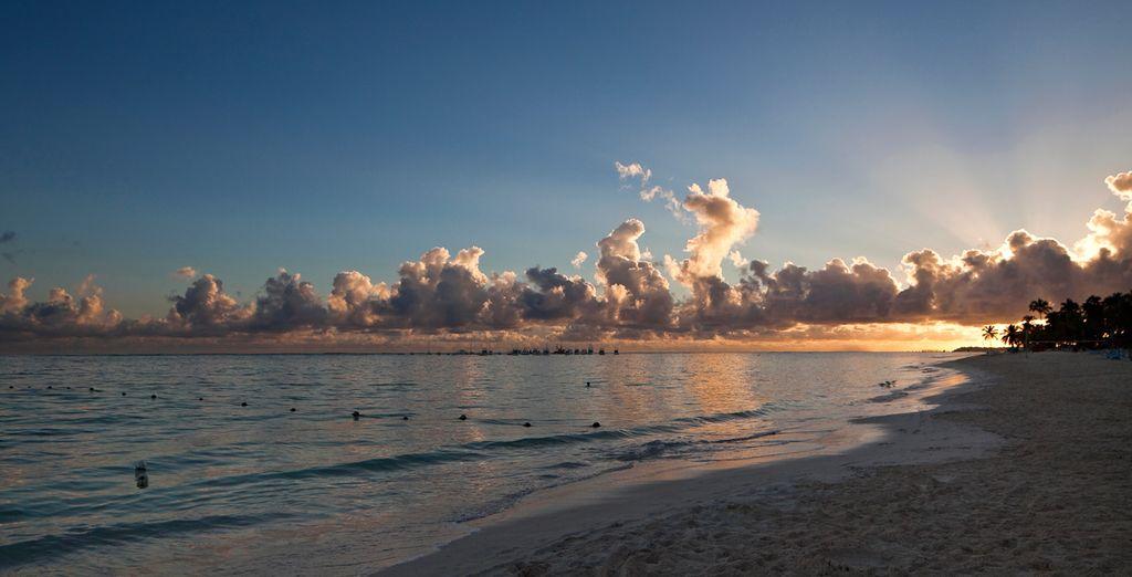Junto con otras playas próximas forma parte de La Costa del Coco que se extiende en 40 kilómetros de arena blanca