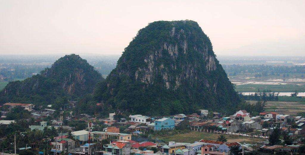 Santurarios de templos budistas en las montañas de mármol