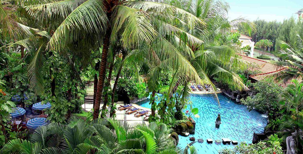 Luego viaje a Yogyakarta. Se alojará en un resort 5* rodeado de naturaleza, Melia Purosani.