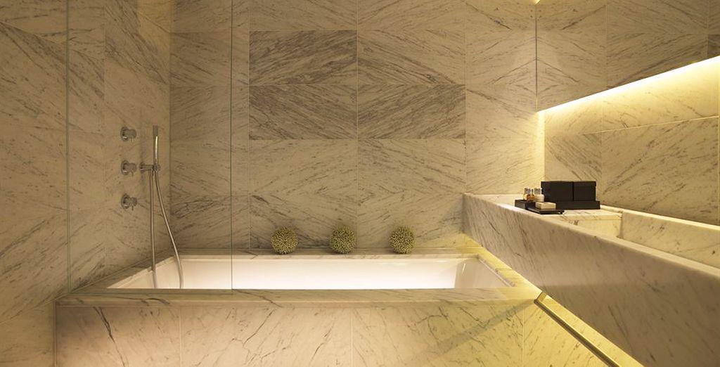 Con baño de mármol completamente equipado